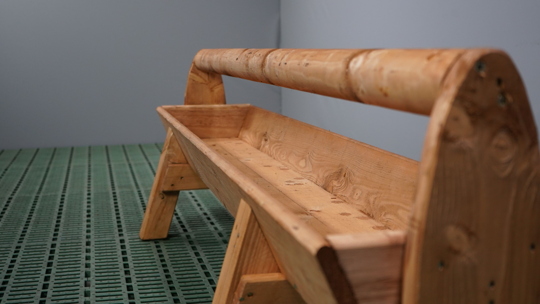 Holztrog mit Holm und Füßen Länge 2,00 m