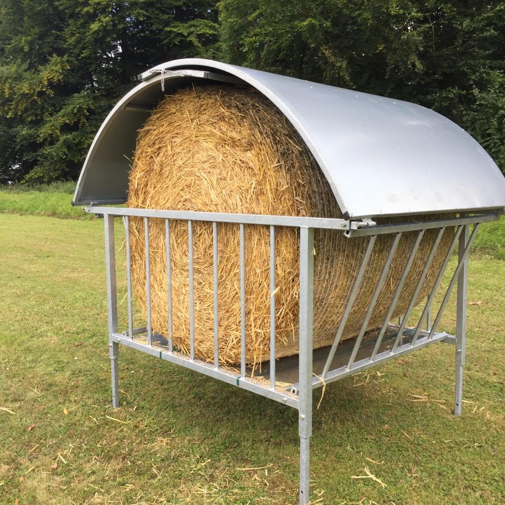 Rundballenraufe mit Dach für Schafe